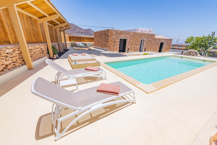 Casa Rural La Jícara con piscina y barbacoa