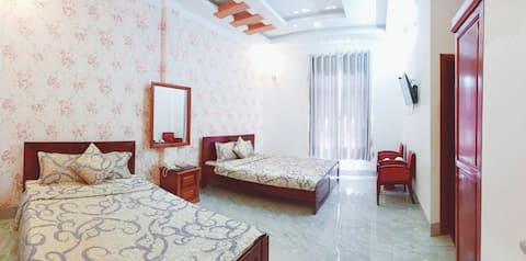 Duy Nhất hotel 1 với phòng  4 khách view sân vườn