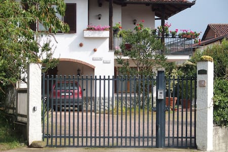 Villa with lovely garden in the countryside - Moncucco Torinese - House
