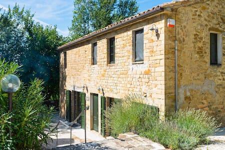 Maison de maître moderne à Serra San Quirico, avec piscine