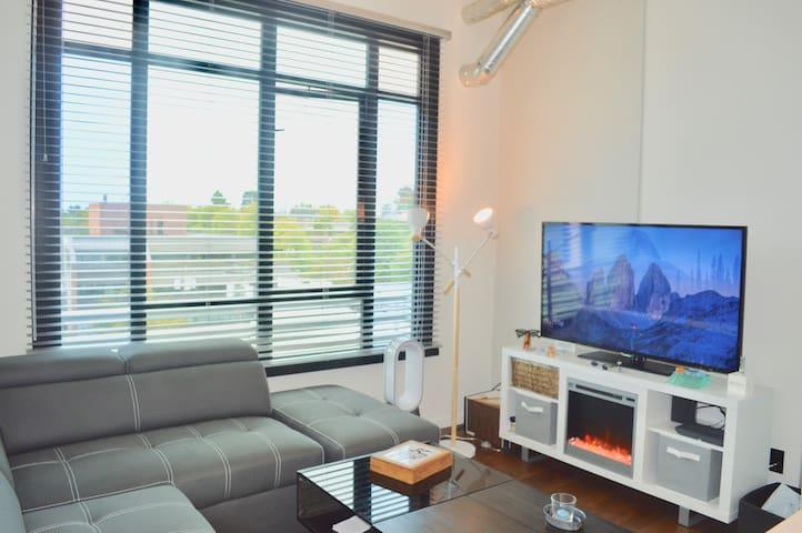 The Jukebox - Modern industrial 1 bedroom Downtown