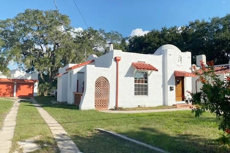 Charming 1920's Casita in Downtown Titusville