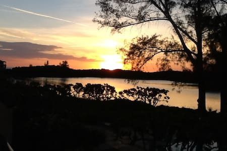 Waterfront Condo in North Longboat Key - ロングボートキー