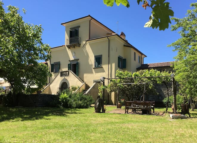 Country house in Lunigiana, 12 p. garden pool