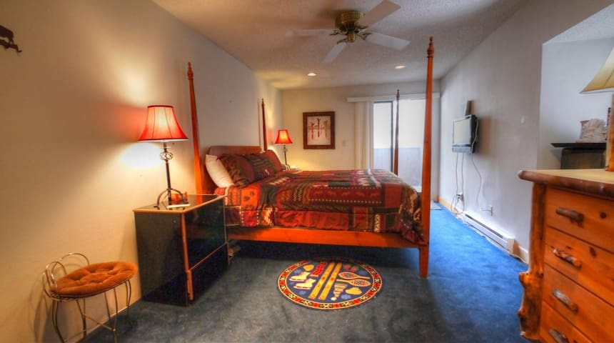 CM412H Hotel Room - Copper Mountain - Hus