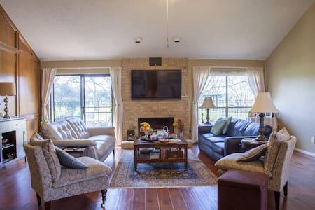 Beautiful Super Bowl Rental awesome , comfy home - Sugar Land - Σπίτι