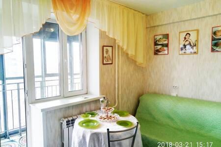 Солнечная квартира с весенней кухней