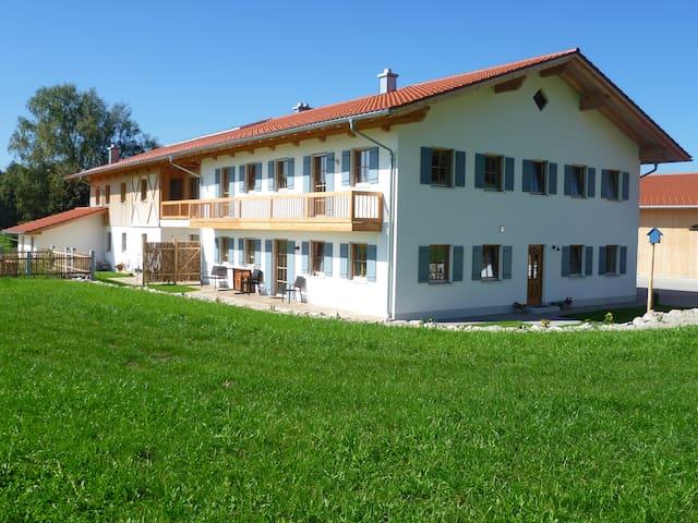 Neubauwohnung in stilvollem Landhof - Kaltental - Apartamento