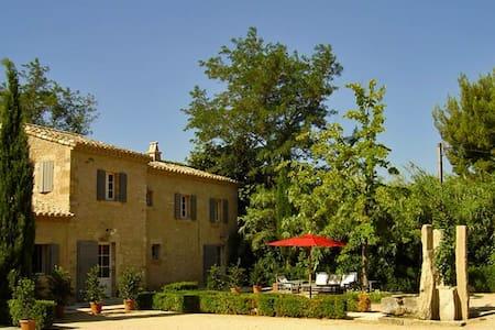 Source Cachee: 111374 - Saint-Rémy-de-Provence