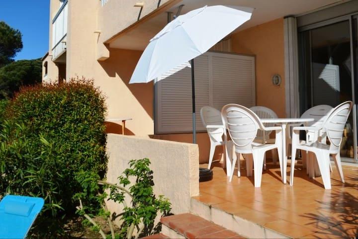 2 pièces avec terrasse, piscine et plage à 300m