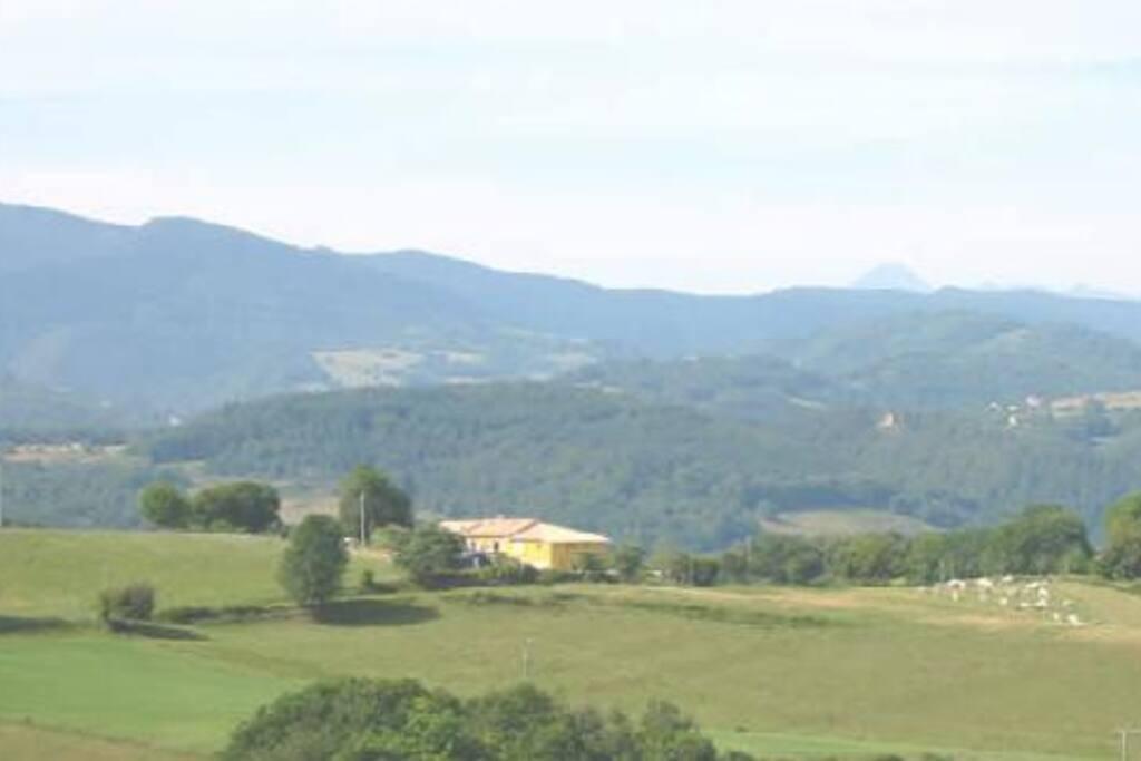 Au cœur du parc naturel régional, sur un site panoramique.