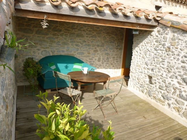 Dans un village près de Carcassonne - Pezens - Huis