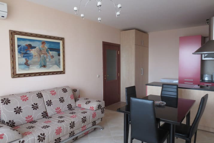 Superior Family Apartment - Saints Constantine and Helena - Appartement