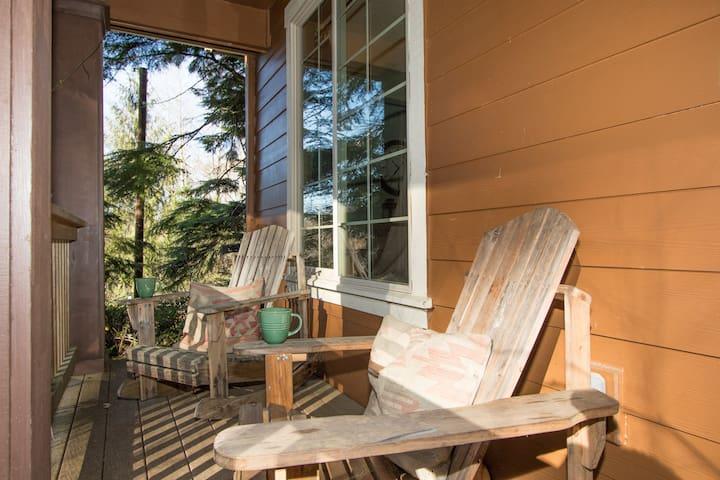 Peaceful Hillside Beach Cottage
