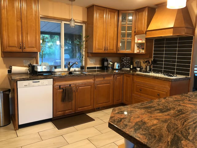 Trail access, mountain view AND close to shops!