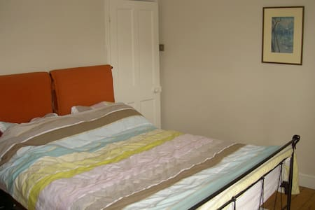 Double bedroom near Olympic Park - Woodford Green