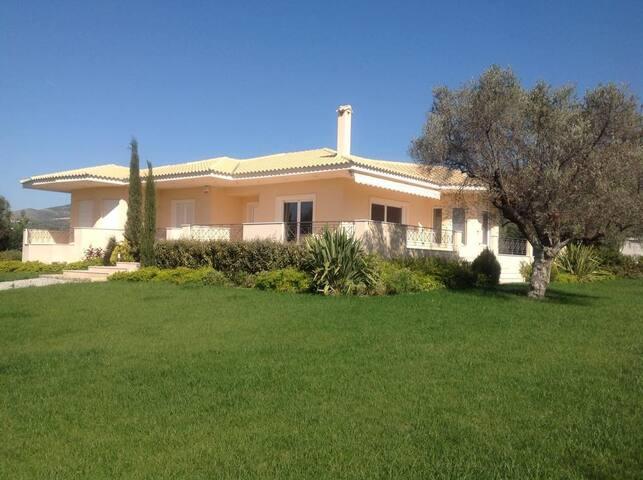 200 sqm family friendly villa - Eretria - Villa