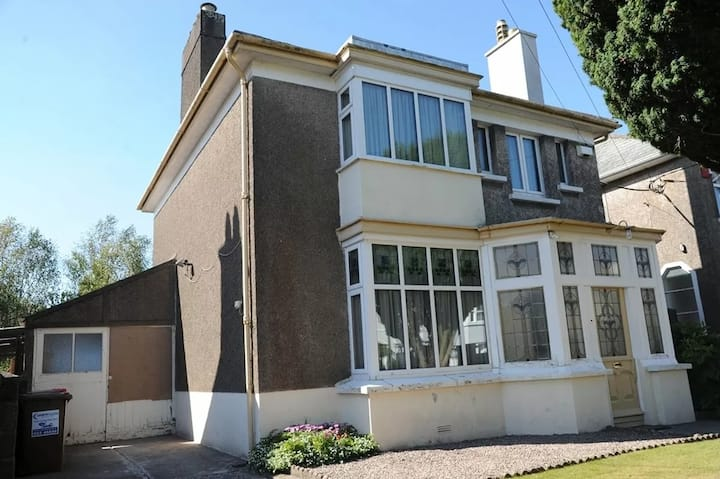 *Minutes from City* Four bedroom Detached House