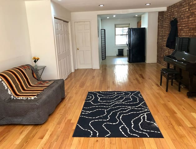 NEW spacious studio in Brooklyn near NYC subway!