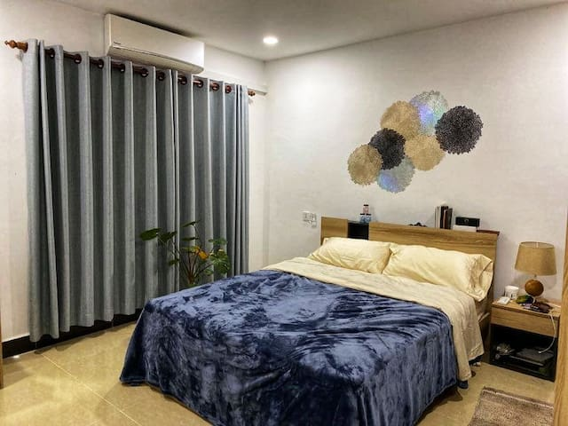 Comfortable private room with AC, quiet neighboors