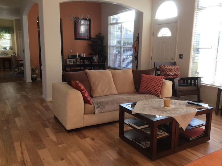 Clean and cozy home with great reviews