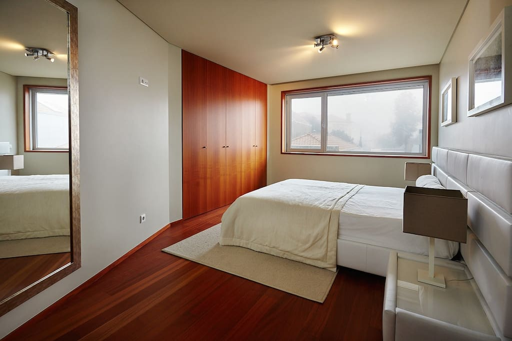 Bedroom 1, chambre 1, dormitorio 1, quarto 1.