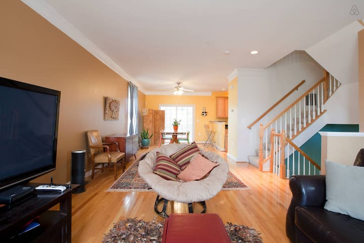Cozy BR with Metro Access to Capitol & Smithsonian - Washington