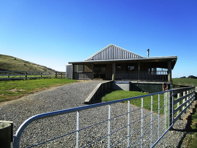 Wai Ngaio Retreat - Coastal Lodge