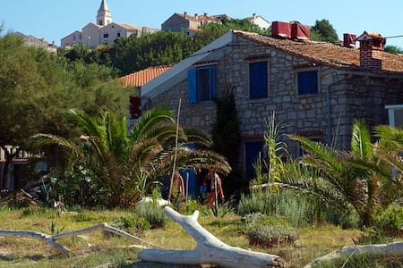 Beachside Rooms at Susak 272 - Susak - Penzion (B&B)