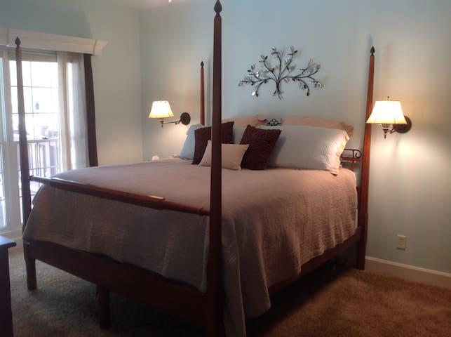 Master bedroom (King) )on main level