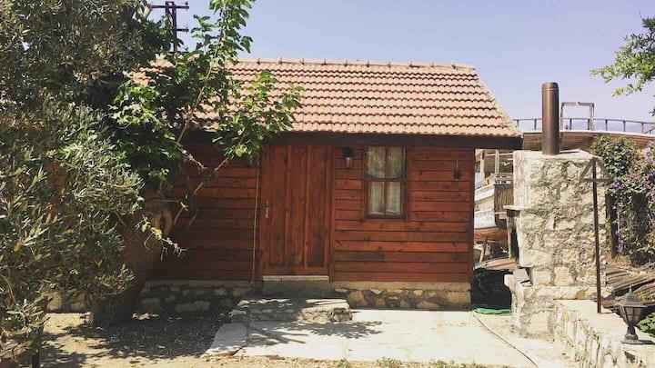Demre Bölgesinde Manzaralı Ahşap Bir Ev