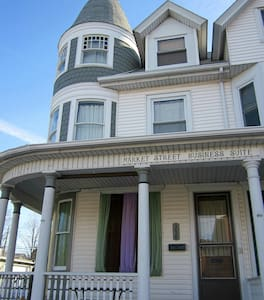 Market Street Business Suite - Millersburg - Bed & Breakfast