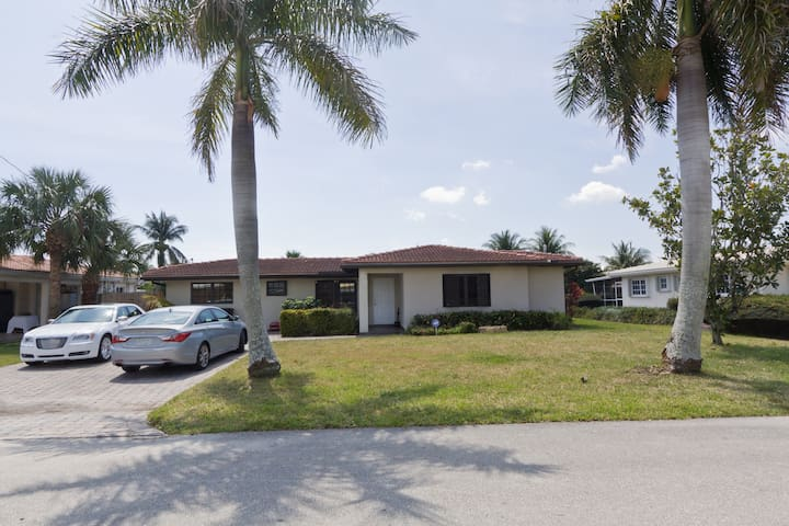 Water front, pool, garden, 3BR/2WC - Fort Lauderdale - Huis