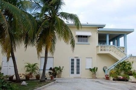 SEASHELLS - sleeps 10 - $190/nt - Belair