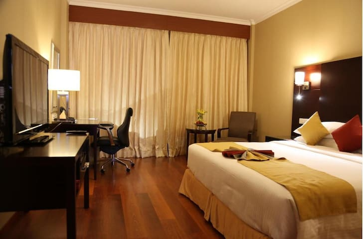 Asiana an iconic 5 star Hotel - Chennai - Penzion (B&B)