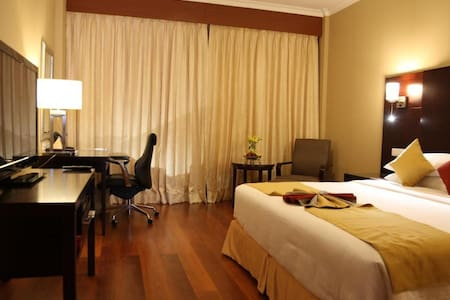 Asiana an iconic 5 star Hotel - Chennai - Bed & Breakfast