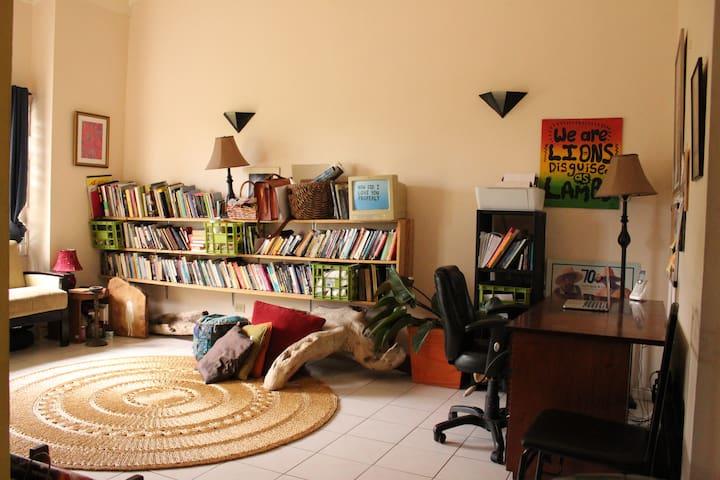 Lush & artsy retreat mins from Liguanea - Kingston - Appartement
