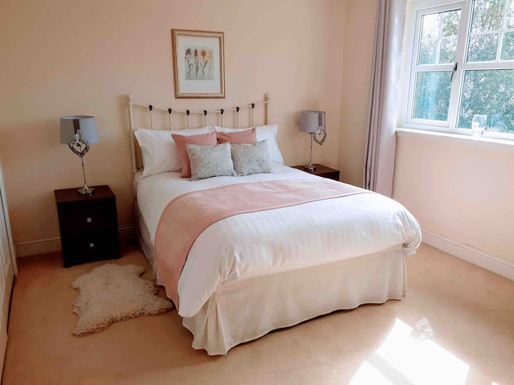 Spacious double bedroom and bathroom in quiet home