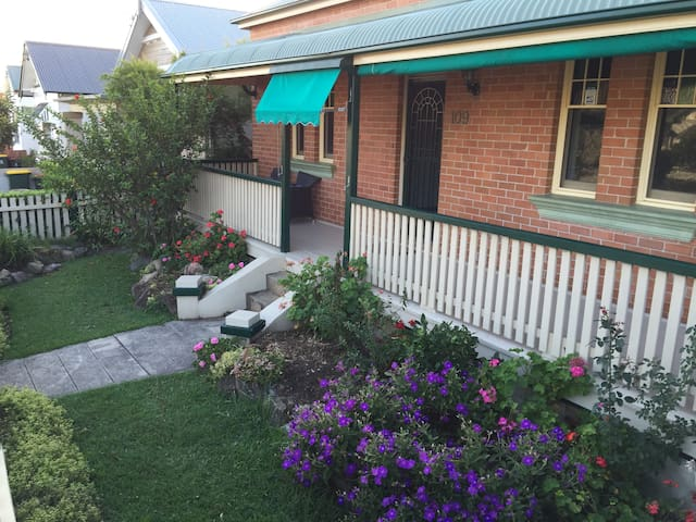 Home stay at Merewether Beach - Merewether - Hus