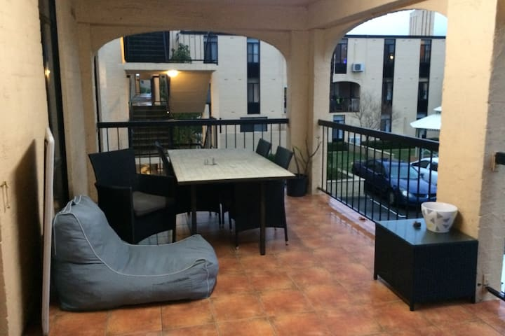 Spacious Apartment on the River with Parking - Rivervale