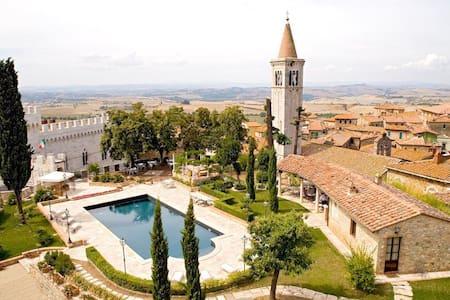 Castello delle Serre Private Villa - Serre di Rapolano - วิลล่า