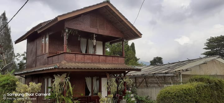 Simple Villa Next to Rose Garden in Lembang