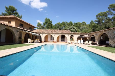 VILLA EN PROVENCE FOR 8 PERSONS. - Vila