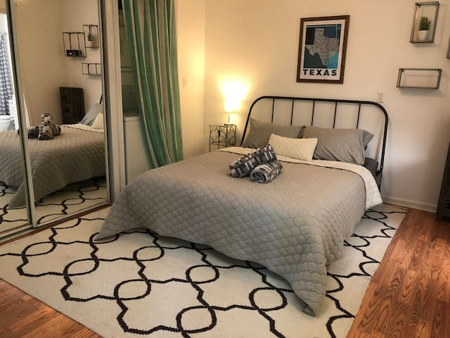 Super Studio Suite ! Stay in the heart of ATX
