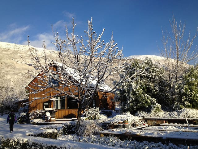 2 br Wanaka cottage, 2 km from town