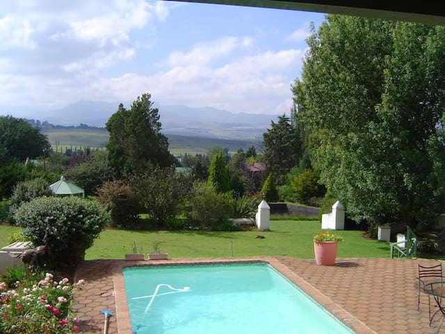 luxury self catering guesthouse. - Clarens - Hus