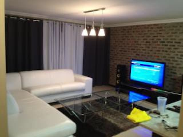 2 bedroom, 2 bathroom with Garden - Germiston - Apartamento