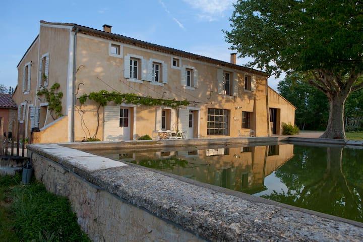 Maison provençale en pleine nature  - Villes-sur-Auzon - Casa