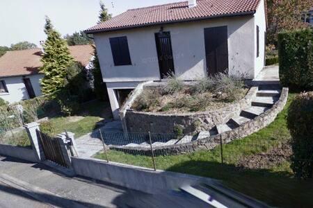 A charming detached house - Charbonnières-les-Vieilles