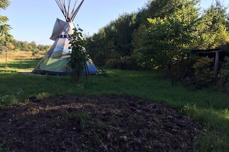 Colorful Tipi on Organic Farm - Columbiaville - Khemah Tipi
